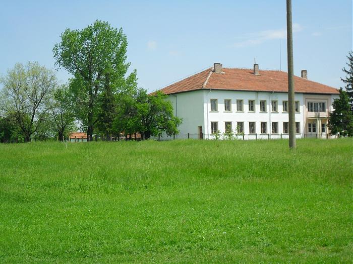 http://uchilishta.guide-bulgaria.com/_data/_guide-bulgaria.com/d09_schools/10951_~cyril_and_methodiy~_community_center.jpg